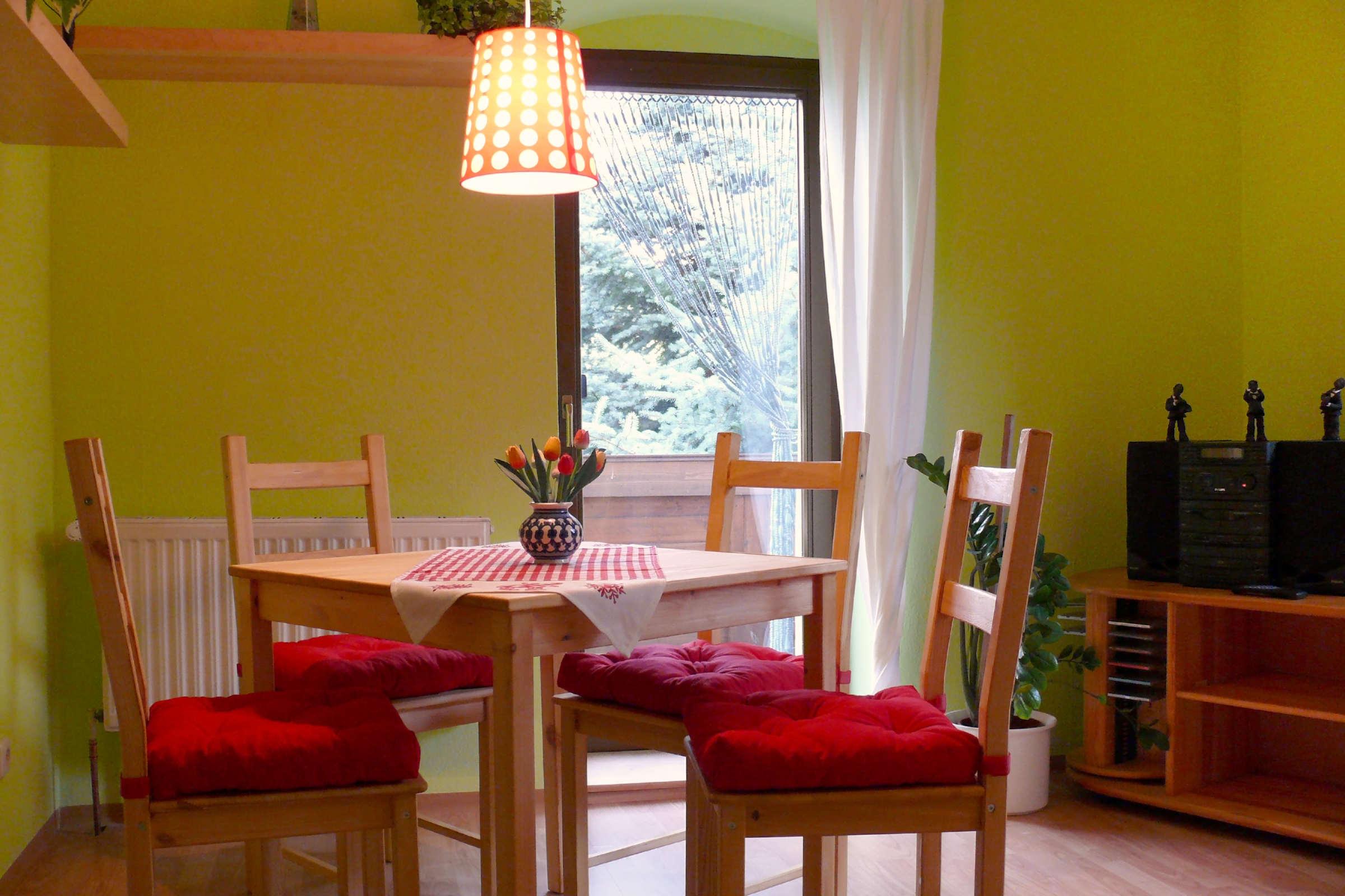 Sitzecke in der Küche, gleich neben dem Balkon